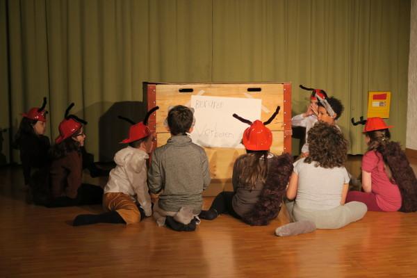 Theater aus dem Bilderbuch: Wölfe und Ameisen