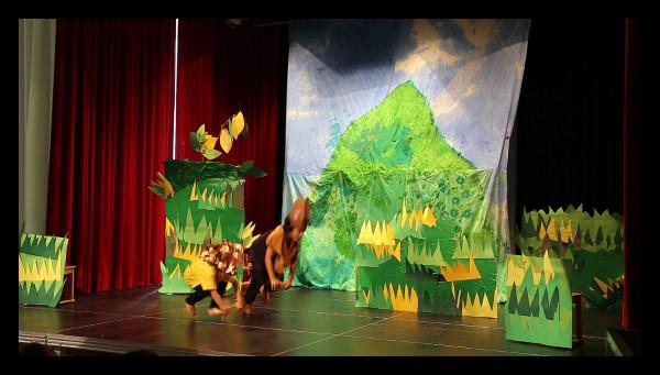 Theater aus dem Bilderbuch: Wettrennen zwischen Löwe und Hase